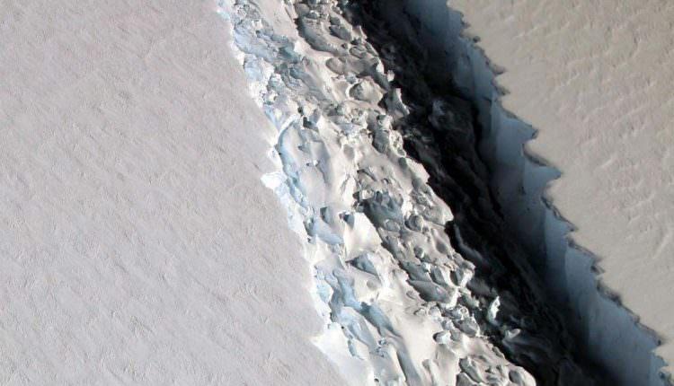 Tehlike Geliyor 1 Trilyon Ton Ağırlığında Buz Dağı Koptu!